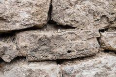 Предпосылка текстурированная концом-вверх скачками естественная каменная стена сделанная различных камней без типа цемент выпуска Стоковые Изображения RF
