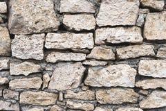 Предпосылка текстурированная концом-вверх скачками естественная каменная стена сделанная различных камней без типа цемент выпуска Стоковая Фотография RF