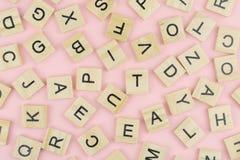 предпосылка типа блоков letterpress деревянного печатания, случайная позволила Стоковые Фотографии RF