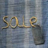 Предпосылка ткани джинсовой ткани с продажей надписи шпагата в моем Стоковые Фото