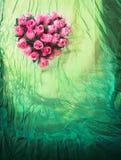 Предпосылка тканья с розовым сердцем Стоковые Фотографии RF
