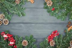 Предпосылка украшения рождества или Нового Года с елью разветвляет дальше Стоковые Изображения RF
