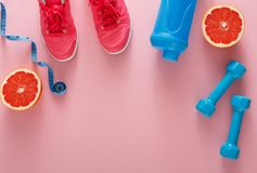 Предпосылка фитнеса, оборудование спорта, космос экземпляра Стоковые Фото