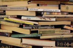 Предпосылка фото 2 реальных книг на городе Peroto Софии внутри национального дворца любителей культуры стоковое изображение