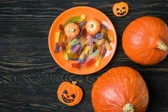 Предпосылка хеллоуина с тыквами и конфетой Стоковая Фотография RF