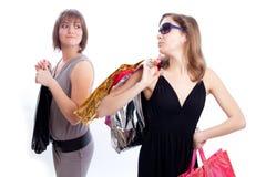 предпосылка ходя по магазинам 2 белых женщины Стоковое Фото