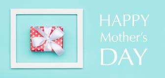 Предпосылка цвета конфеты счастливого дня ` s матери пастельная голубая Знамя сети дня матерей положенное квартирой минимальное Стоковое Фото