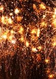 Предпосылка черноты фейерверков золота обоев сотового телефона взрывая Стоковые Изображения RF