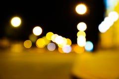 Предпосылка bokeh уличных светов города ночи красочная, концепция темноты стоковые фото