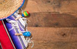 Предпосылка Cinco de Mayo на деревянных досках Стоковая Фотография