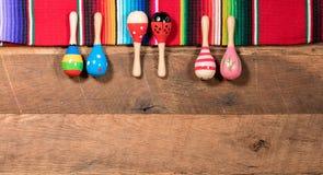 Предпосылка Cinco de Mayo на деревянных досках Стоковые Фотографии RF