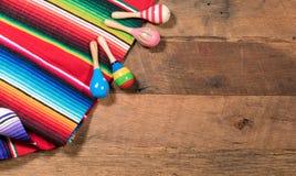 Предпосылка Cinco de Mayo на деревянных досках Стоковое Фото