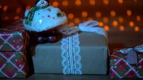 Предпосылка ` s Нового Года подарков и запачканного конца-вверх светов рождества сток-видео