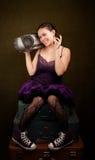 предпосылки большой девушки зеленого цвета пурпур довольно Стоковое Фото
