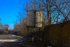 Предпосылки разрушенной и ограбленной производственной установки молока _ Стоковая Фотография