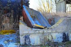 Предпосылки разрушенной и ограбленной производственной установки молока _ Стоковые Фото