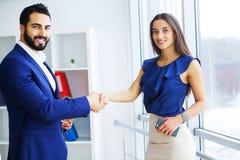 Предприниматели, или handshaking персоны дела и клиента Стоковые Фото