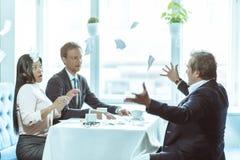 Предприниматели имея бизнес-ланч Стоковая Фотография RF