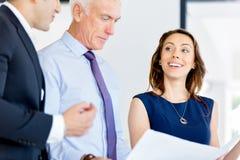 Предприниматели имея встречу стоковые фото