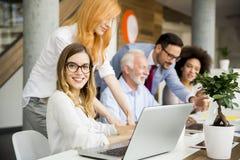 Предприниматели работая в команде Стоковое Изображение