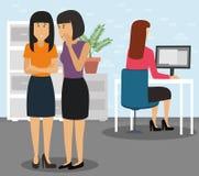 2 предпринимателя задирая коллеги который сидит в ее рабочем месте на офисе бесплатная иллюстрация