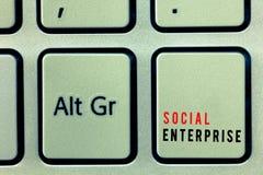 Предприятие Social текста сочинительства слова Концепция дела для дела которое зарабатывает деньги в социально ответственном пути стоковые фото