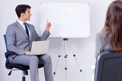 Представление дела в офисе с человеком и женщиной Стоковая Фотография RF