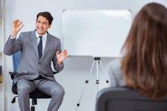 Представление дела в офисе с человеком и женщиной Стоковые Фото