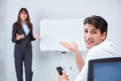 Представление дела в офисе с человеком и женщиной Стоковые Изображения