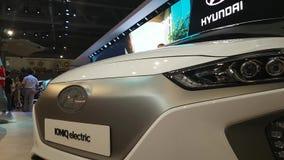 Представление электрического и гибридного автомобиля акции видеоматериалы