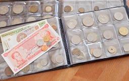 представляет счет бумага собрания монеток Стоковая Фотография