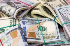 представляет счет куча доллара 100 деньги наличных дег Стоковые Фото