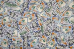 представляет счет куча доллара 100 Стоковые Фотографии RF