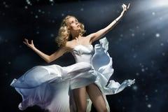 представлять блондинкы красотки Стоковая Фотография