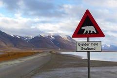 Предупредительный знак полярного медведя в Свальбарде Стоковые Фотографии RF