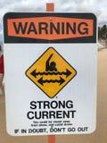 Предупреждающий знак сильного тока стоковые фотографии rf