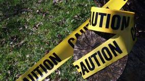 Предупреждающ для предосторежения, желтая лента, природа сток-видео