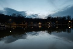 предыдущая весна озера стоковые фото