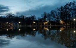 предыдущая весна озера стоковые фотографии rf