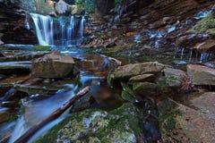 предыдущие водопады весны elakala стоковое фото rf