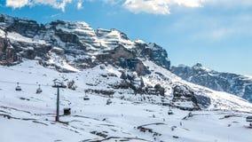 Предыдущий сезон зимы в лыжном курорте горных лыж Стоковые Изображения