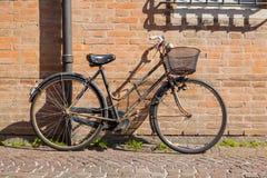 Прежний ржавый велосипед стоковое изображение rf
