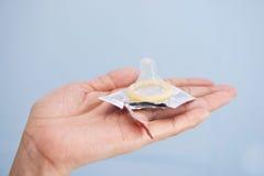 Презерватив на plam Стоковые Изображения RF