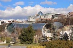 Президентская администрация Georgia и культурный центр в Тбилиси в зиме Стоковая Фотография