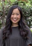 Прекрасная молодая корейская женщина представляя на тротуаре в Даллас, Техасе стоковые изображения