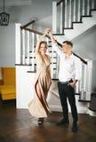 Прекрасные пары в церемониальных одеждах стоковые изображения