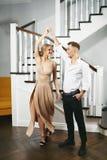 Прекрасные пары в церемониальных одеждах стоковое изображение