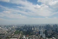 Прекрасный вид огромного Бангкока от последнего этажа небоскреба стоковые фотографии rf