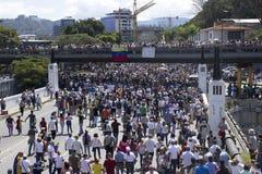 Прекращения подачи энергии Венесуэлы: Протесты ломают вне в Венесуэле над светомаскировкой стоковое фото rf