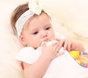 прелестная белизна девушки платья младенца Стоковое Изображение